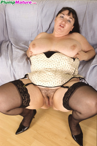 Fat housewife posing in sexy black nylons exclusively