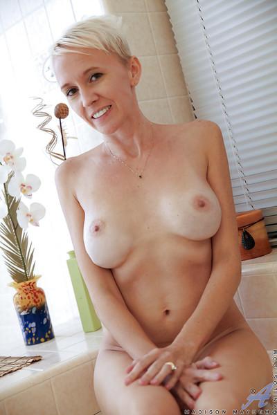 Masturbating in baths with a tremendous milf babe Madison Mayhem