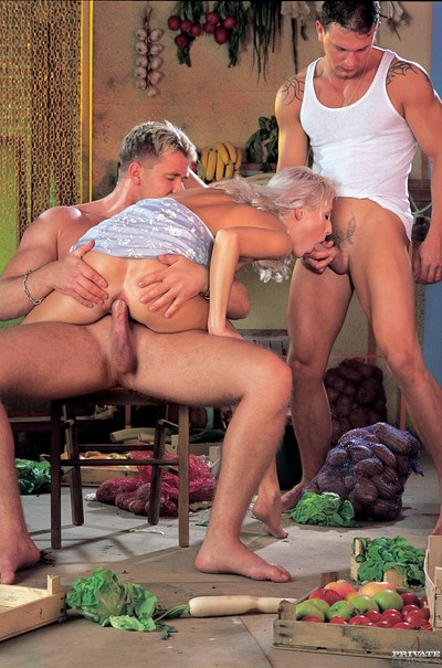 Retro blonde betty love fucked in jointly holes
