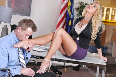 Blonde babe Summer Brielle is having her tight gentile fucked on a table