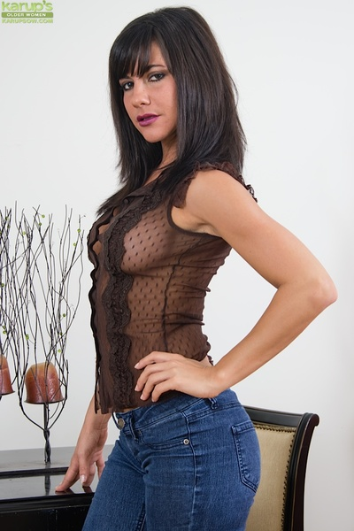 Milf babe brunette with huge tits Mackenzie spreading her tight pussy