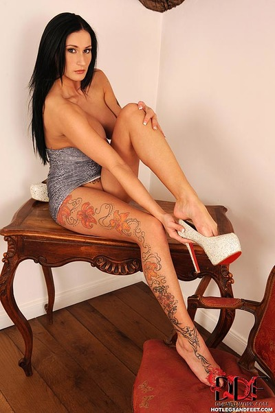 Leggy tattoo model with big average tits freeing sexy barefeet from heels