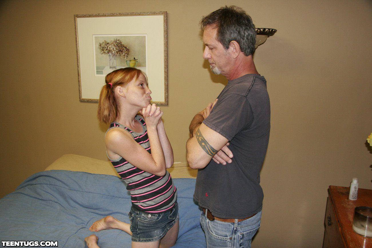 Это дочь дрочит отцу хуй