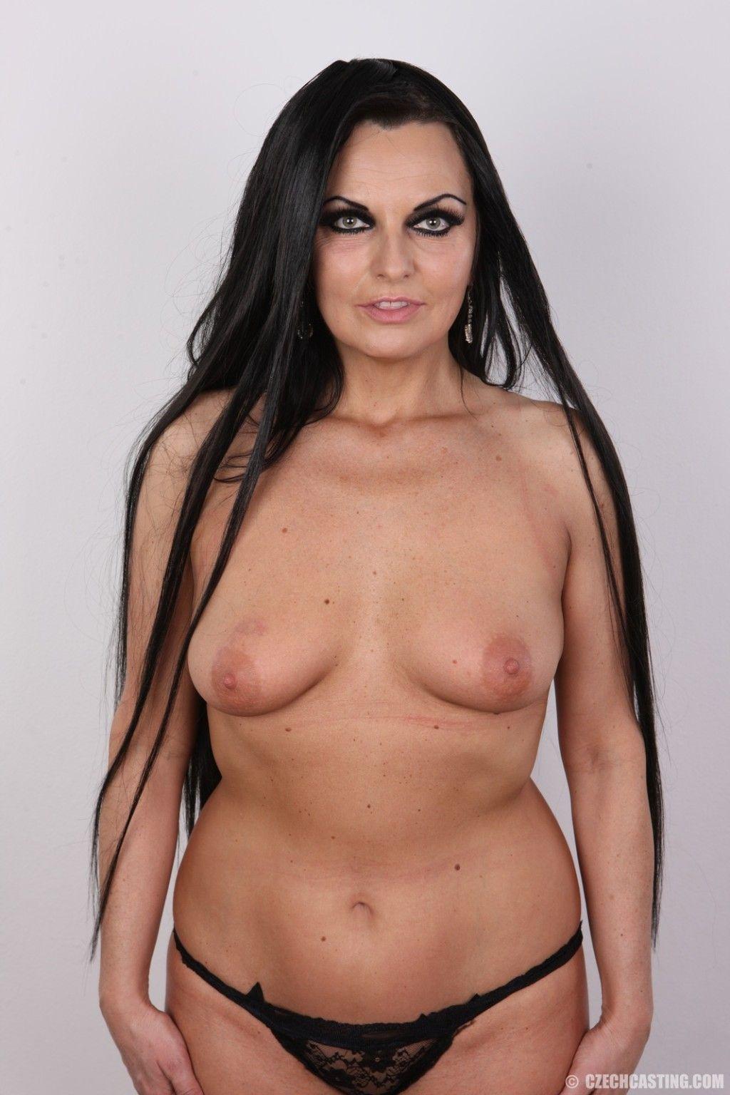 curvy mature brunette poses at xxxsexpic