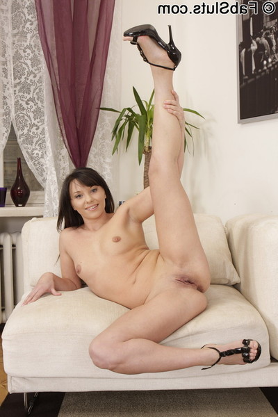 Cute dear pops her cherry with a rough appliance