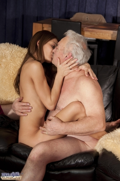 That guy is 70- this girl is only 21. When one wants to see the News and the other a Romantic movie... the logic solution is to have sex. This is far the paramount kissing scene of the year, far the paramount delicate scene also. She obtains anal as rewar