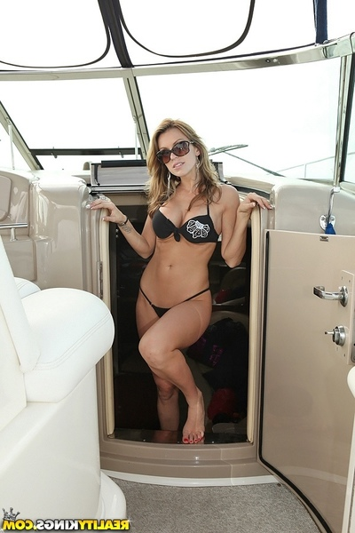 Smoking clammy cummings nailed hard inher clammy asshole in htese boat sex pics