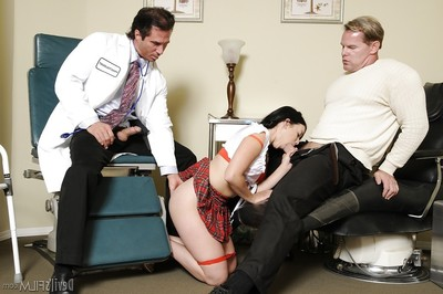 Dark hair infant with nice face Amy Starz humps with two pretty cocks