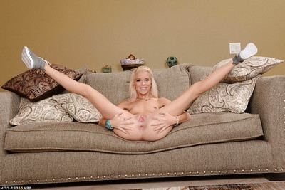 Teen queen Halle Von location in her lovely doggystyle pose on cam