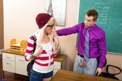 Amateur golden-haired Halle Von is swallowing her teacher