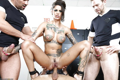 Bonnie Rotten is beautiful part in a crazy orgy groupsex activity