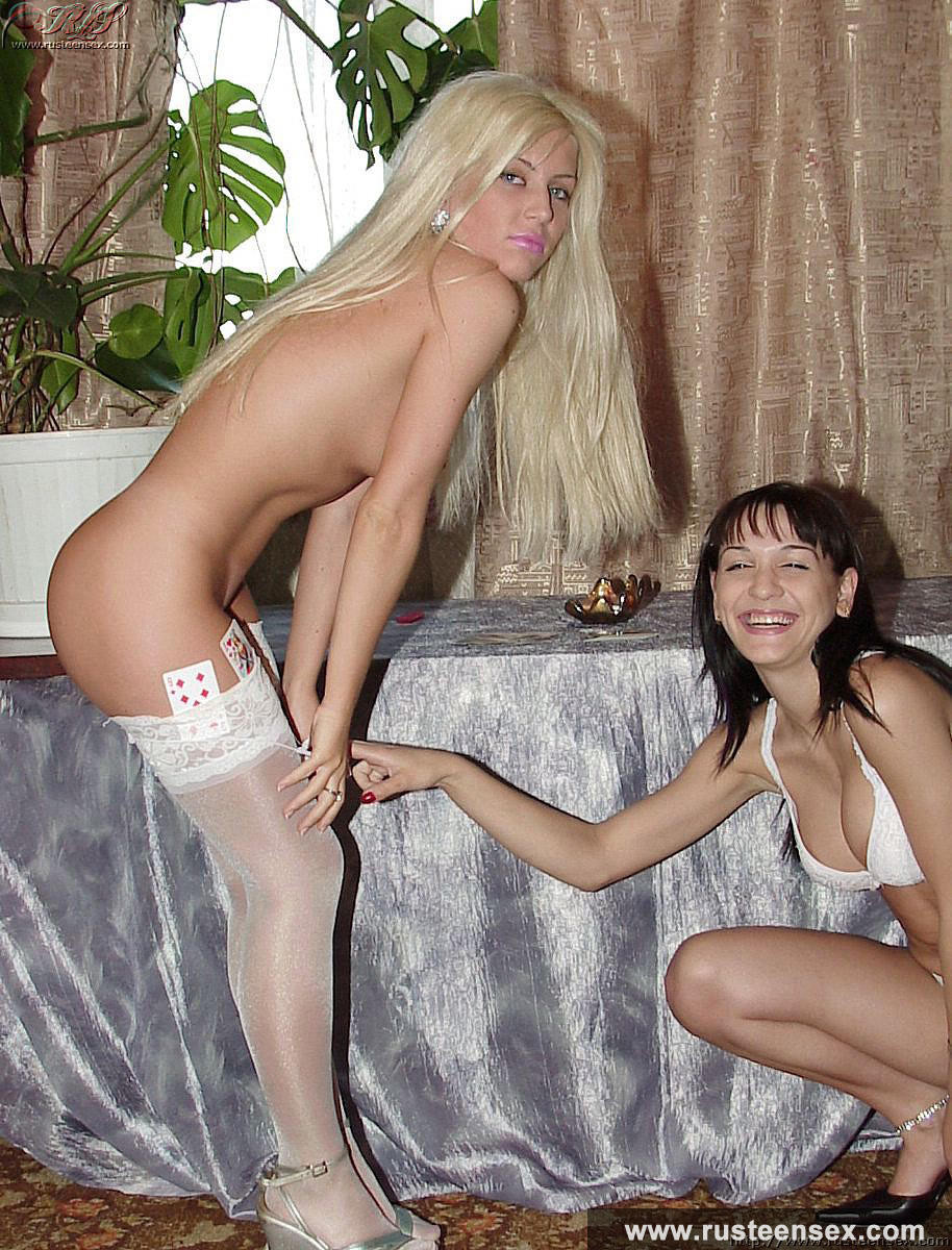 Amateur lesbos playing remove clothes poker and getting quite totally stripped