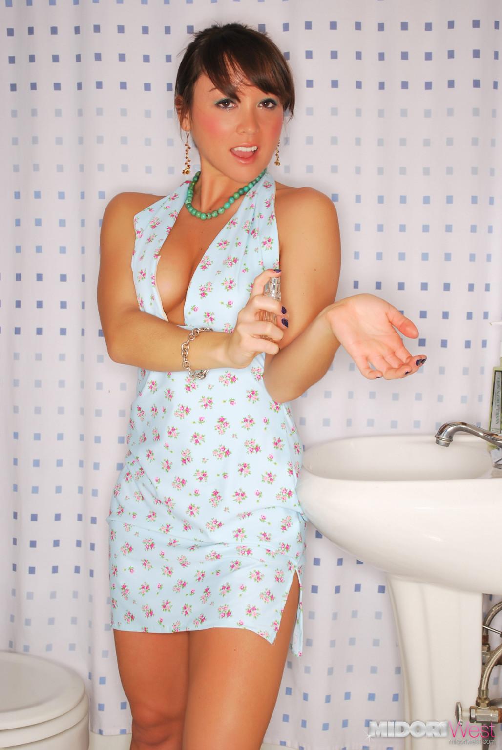 Midori west getting fond of washroom