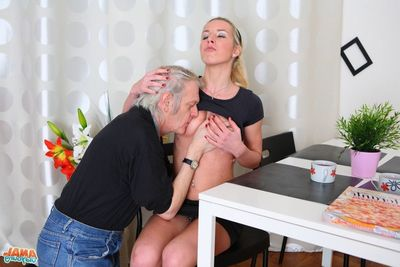 [Old Young Anal] Nelya is a blue beauteous in the air a shocking body, and has her Master li