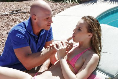 Pornstar Jillian Janson enjoys outdoor massage before swallowing jizz