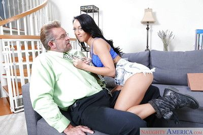 Brunette Absent oneself from Latina Sabrina Banks blows doyenne man with the addition of swallows cum