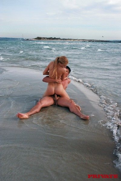 Pretty good pulling girl fucked all round ass all round the waves