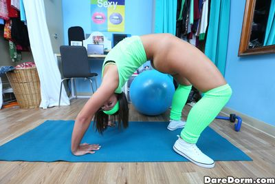 Loveliness Dare Dorm shows off her amazing acrobatic wit on cam