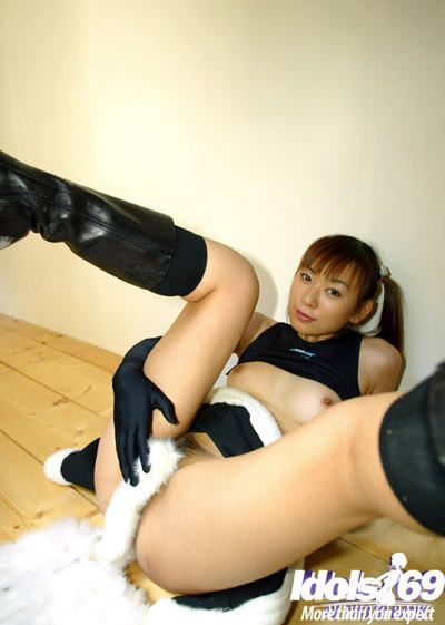 Drawing asian cheerleader uncovering her proximal tits and hairy cunt