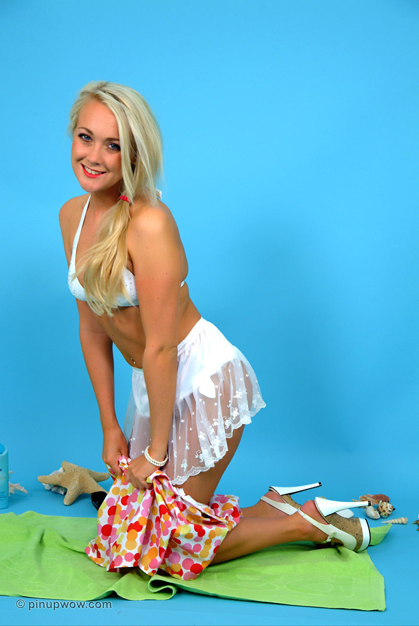 Gorgeous fairy lucy-anne brooks finds a secluded stare at