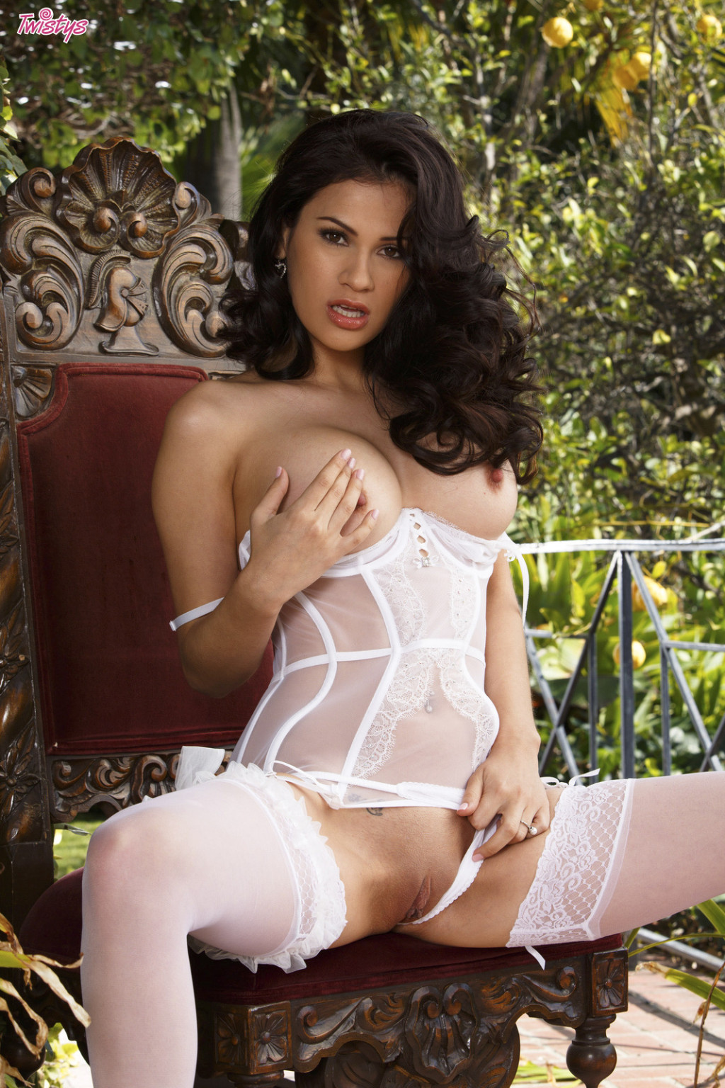 Vanessa veracruz shows off her exquisite body in underclothes