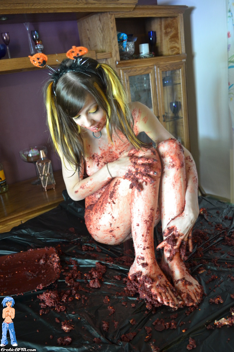 Sweet amateur halloween caking mess