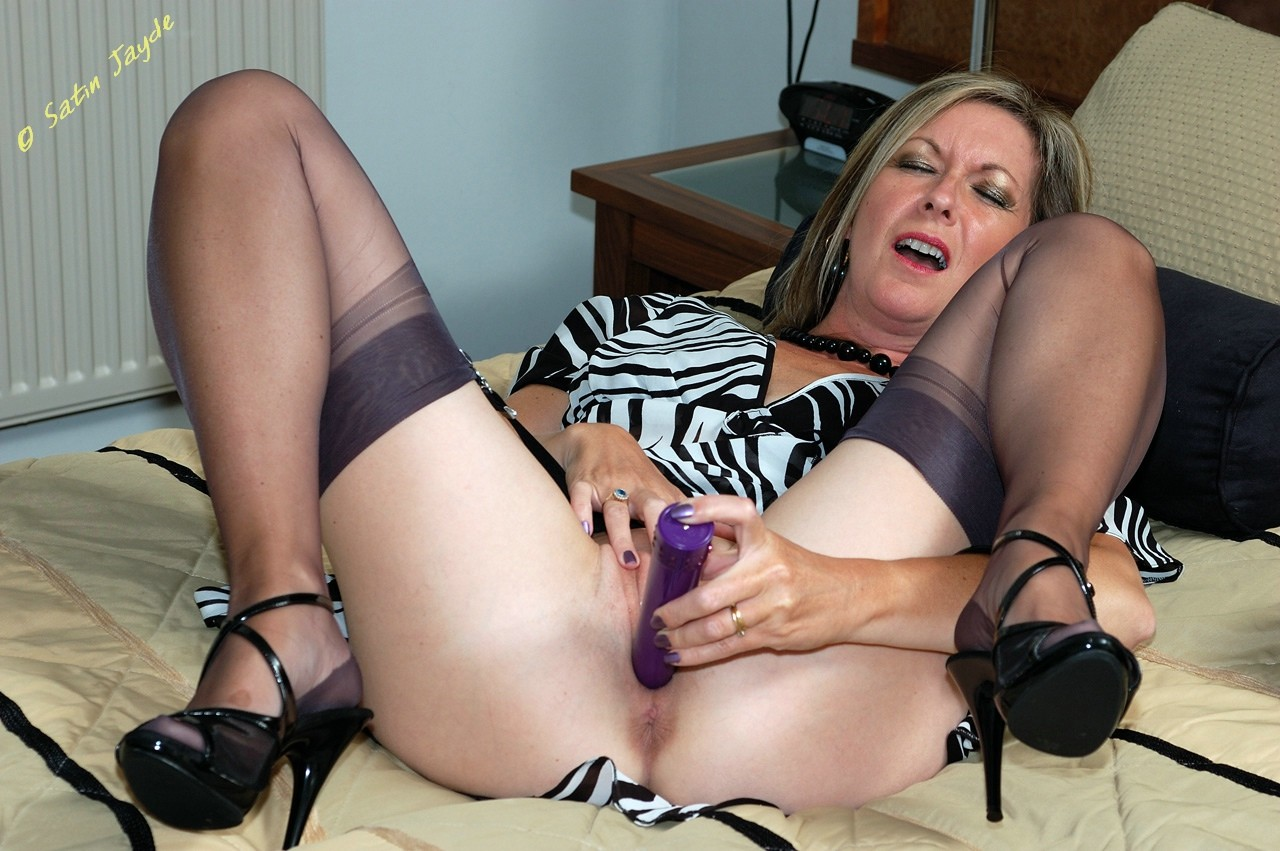 Lascivious housewife plays