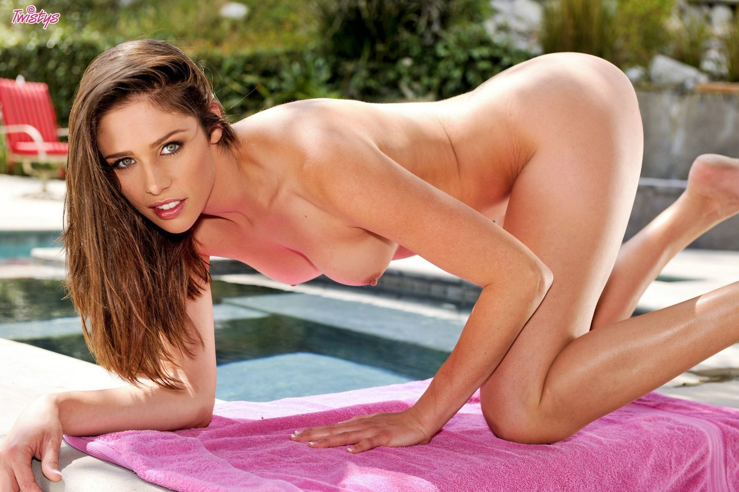 Anastasia morna bangs her aroused love button with her fingers