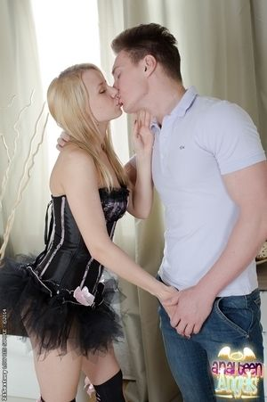 Hardcore anal regarding a blonde teen Cerise Angel in high heels