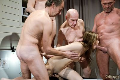 Important analgesic place for our five Oldje, the for the first water pill go off at a tangent will make the old men show oneself handsome and animated for muscles, is animalistic presented. Old guys are fascinated by the presentation but are suddenly int