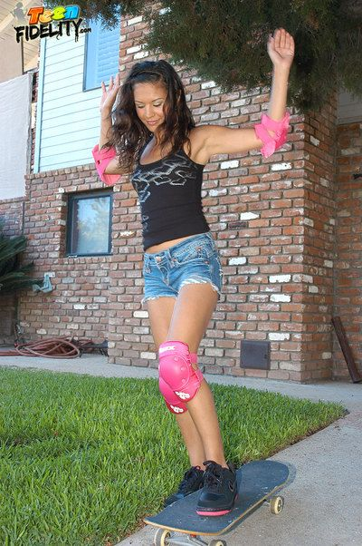 Ariana fails just about her skateboarding career, but succeeds when it comes to sucking cock!