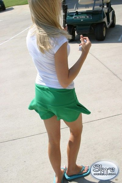 blonde Amateur adolescent upskirt le golf