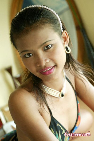 Vest-pocket thai girlfriend strips outlander her colorful bikini