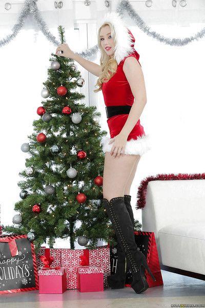 圣诞节 青少年 哈雷 Q 演示了 她的 性感的 体弱多病的 内裤