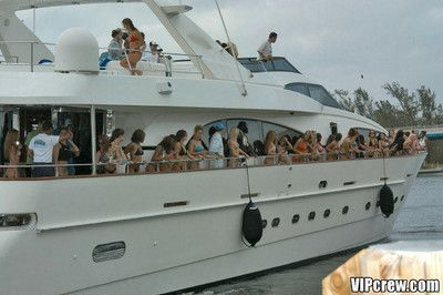 Crush party girls shagging on the sailing-yacht