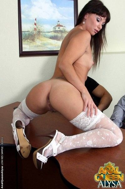 Spoiled chick getting two cocks in her mean asshole