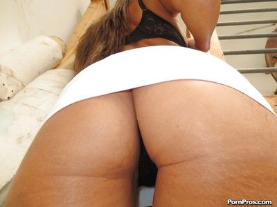 Brunette girlfriend Lizz Tayler is showing lacking her perfect ass