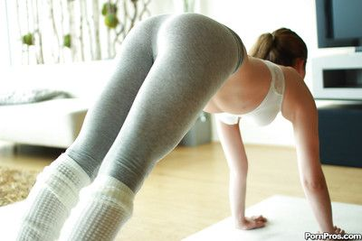 Actuality old hat modern Kasey Warner reveals the brush tight chock-full of yoga pants