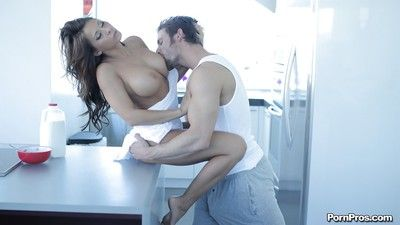 Stunning make obsolete Madison Ivy is beast drilled hard in the brush botheration