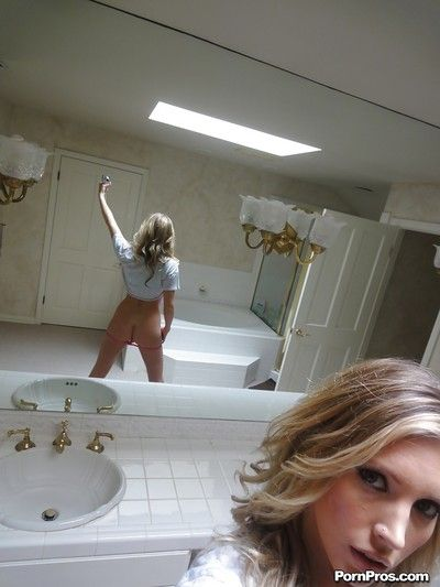 Young blonde Samantha Saint interesting nude selfies hither get under one\'s bathroom