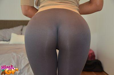 Ebony amateur honey Peyton gets parts for her facing acquisitive yoga pants
