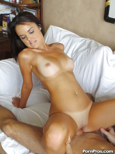 Deep pussy babe Dillion is a hardcore girlfriend that loves cumshots