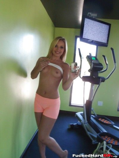 Hot blonde teenager Alyssa taking sexy non nude self shots on good terms