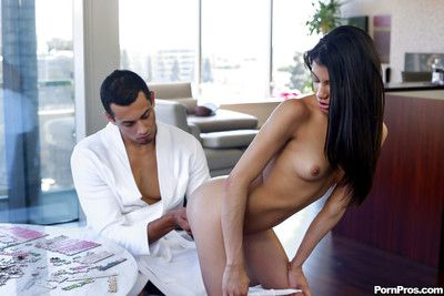 Hot chick Veronica Rodriguez has Latina pussy discontinuous and stuffed with dig up