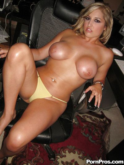 Amateur girlfriend Dayna Do battle strips and shows their way huge melons