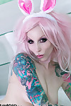 Tattooed gothic bunny razor candi plays with pink toy